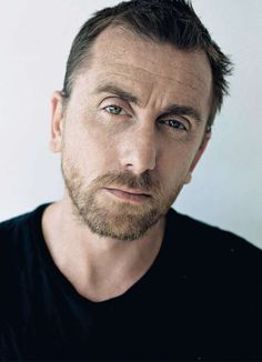 Tim Roth (Cal Lightman on  Lie To Me). Great tv, show. male actor, celeb, portrait, photo