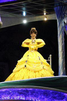 ナイトフォール・グロウ | Flickr  Belle all lit up Belle Dress Up, Princess Belle Dress, Princess Face, Princess Party, Party Themes, Party Ideas, Gold Fabric, Face Characters, Disney Princesses
