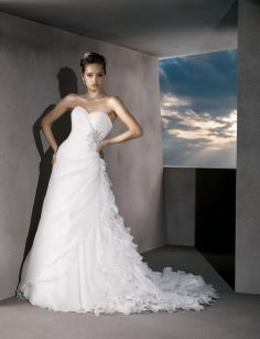 Trumpet / mermaid organza sleeveless bridal gown  Read More:     http://weddingscasual.com/index.php?r=trumpet-mermaid-organza-sleeveless-bridal-gown-7.html