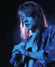 Photos de Guns N' Roses > Axl Rose – Special – page 9 - Modern Guns N Roses, Sebastian Bach, Stevie Wonder, Rock And Roll, Mode Rock, Sweet Child O' Mine, Estilo Rock, Art Sculpture, Cat Stevens