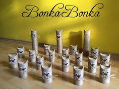 Mačacia garda  Darčekové krabičky potešia v Čechách mačičky  Pôjdu do útulku na pomoc,  aspoň im zaplatia jednu noc  Pomôžu im prežiť ďalší deň  a ja sa pekne usmejem