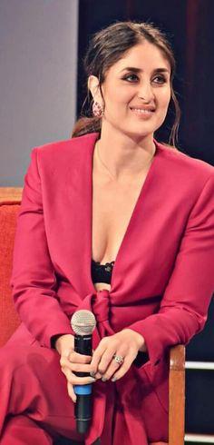 Bollywood Actress Hot, Indian Bollywood, Bollywood Actors, Bollywood Celebrities, Beautiful Girl Indian, Beautiful Indian Actress, Beautiful Actresses, Kareena Kapoor Saree, Karena Kapoor