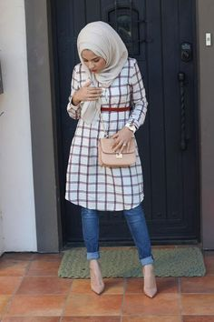 How to dress in style when you are small? Muslim Women Fashion, Modern Hijab Fashion, Islamic Fashion, Modest Fashion, Fashion Outfits, Modest Dresses, Modest Outfits, Hijab Jeans, Casual Hijab Outfit