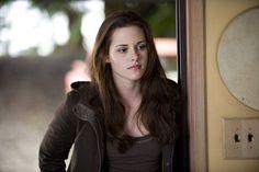Photo: Bella Swan (Kristen Stewart) - Twilight Saga New Twilight Saga New Moon, Twilight Series, Twilight Movie, Twilight Poster, Vampire Twilight, Kristen Stewart, Breaking Dawn, Bella Swan Aesthetic, New Moon Movie