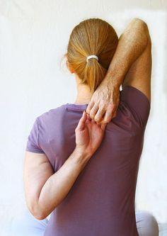Nielen vážny úraz, vysunutá platnička alebo posunuté stavce sú príčinou bolestí chrbtice. S týmto nepríjemným problémom sa musí skoro každý deň popasovať väčšina z nás, no len málokto sa snaží odstrániť príčinu problému. Zväčša siahame po rôznych tabletkách alebo krémoch z lekárne a v skutočnosti stačí len tak málo. Preventívne venovať každý deň 2 minúty …