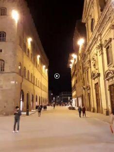 """Video """"Piazza Santa Trinita"""" Firenze - Regione Toscana - Italia  Una meravigliosa notte Fiorentina, con la musica che fa da sottofondo alla Bellezza di questa Piazza. Venerdì 9 marzo 2018 #comunichiamoalmondolitalia #italienspr  http://italiaefriends.wordpress.com +ItaliensPR Culture & Human Rights #marketingdelleregioni"""