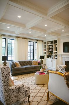 Classic Chic Home in Chicago  Read more - http://www.stylemepretty.com/living/2014/01/16/eclectic-chic-home-in-chicago/