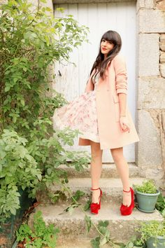 "Manteau / Coat : Boutique by Jaeger  Chaussures / Shoes : Charlotte Olympia  Robe / Dress: RED Valentino  Pin's : Disney World Florida  Vernis : Dior ""Diorific 751 Marilyn""  Rouge à lèvres: Dior ""Diorific 014 Dolce Vita""  Cils posés par Cils de Marie"