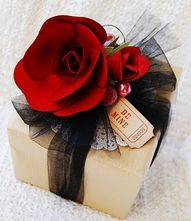 Great use of tulle on a simple kraft box.  http://www.nashvillewraps.com/tulle/mc-033.html