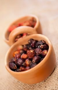How to collect rose hips and dry them for use.