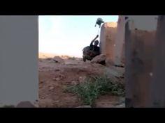 Video: soldado iraquí engañó a un francotirador de ISIS con el truco más... Amor Youtube, Military Training, Videos, Hiding Spots, Grey Hair, Juices, Historia, Military Workout