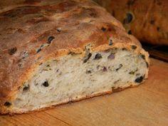 Chléb s olivami z Řecka
