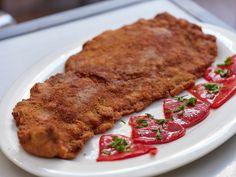 La Bobia, cabrales y cachopo en este asturiano junto al Rastro Chorizo, Sandwich Cubano, Carne, Steak, Pork, Planes, Gastronomia, Smoked Cheese, Chips