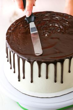 Learn to make a Chocolate Drip Cake with this easy method! All you need is chocolate ganache, a frosted cake and a few simple tools. Youll be on your way to an impressive yet easily decorated cake in no time! Drip Cakes, Bolo Drip Cake, Red Wine Chocolate Cake, Semi Sweet Chocolate Chips, Chocolate Ganache Drip Cake, Chocolate Drip Cake Birthday, Chocolate Bowls, White Chocolate, Easy Cake Decorating
