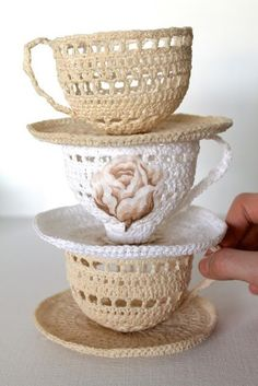 Adorable crochet tea cups. I think my grandmother needs one of these....with a wee mouse in it!