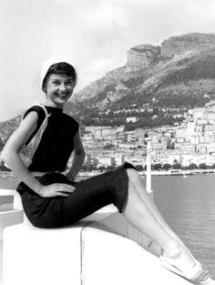 Audrey Hepburn in Monaco filming Monte Carlo Baby (Nous Irons à Monte Carlo), 1951 Golden Age Of Hollywood, Classic Hollywood, Old Hollywood, Hollywood Stars, British Actresses, Actors & Actresses, Hollywood Actresses, Monaco, Audrey Hepburn Born