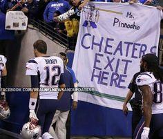 Colts fans mock Tom Brady with DeflateGate jokes, thunderous boos