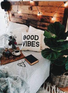 Aménager une petite chambre: conseils et astuces ! - Gabrielle Charlier #bedroomdecor Bohemian Bedroom Decor