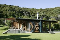 Bay of Islands (sigh) Subtropical rainforest Contemporary design External Maori Carving (tu meke!) Bossley Architects