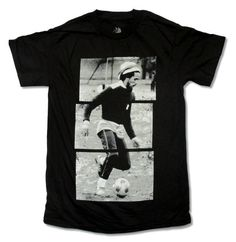 2017 New Men'S T Shirt Bob Marley Soccerer Stripes Image Black T Shirt Three Little Birds Exodus Jammin' camisas hombre Bob Marley, Little Birds, New Man, T Shirt, Soccer, Flannels, Mens Tops, Stuff To Buy, Type