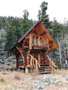 LOVE this TINY HOUSE! So adorable! a tiny log cabin!