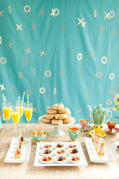 On the blog - inspiration on throwing a holiday brunch party complete with bright and cheery decor, some fun fashion ideas, and homemade treats (yum!)
