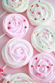 Merengue lollipops