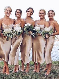 How cool this elegant spagheeti strap gold silk bridesmaid dress looks for weddi. - - How cool this elegant spagheeti strap gold silk bridesmaid dress looks for weddind day, fashion tea length satin cowl wedding party dress prom Source by babygirllpt Champagne Bridesmaid Dresses, Summer Bridesmaid Dresses, Beach Bridesmaid Dresses, Wedding Party Dresses, Beach Wedding Bridesmaids, Gold Bridesmaids, Bohemian Bridesmaid, Bridesmaid Ideas, Beach Wedding For Men