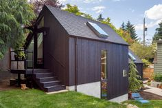 This Granny Pad Went From Backyard Garage to Tiny House – Granny pods backyard cottage Architectural Digest, Small Loft Spaces, Le Vermont, Granny Pod, Backyard Cottage, Cedar Siding, Plywood Siding, Mini Clubman, Sweet Home