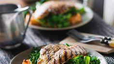 Dieses Gericht schmeckt köstlich und beschwert nicht: Fischfilet mit Süßkartoffeln und Brokkoli | http://eatsmarter.de/rezepte/fischfilet-mit-suesskartoffeln-und-brokkoli