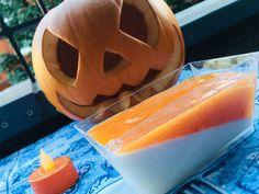Panna Cotta à la crème de coco et coulis de kaki Panna Cotta, Pumpkin Carving, Cantaloupe, Cooking, Desserts, Food, Orange, Basket Of Fruit, Seasonal Fruits