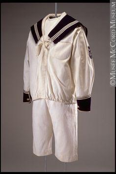 het matrozenpakje was van eind 19de eeuw tot de jaren vijftig van de vorige eeuw een populair kledingstuk voor kinderen - Suit    1890s