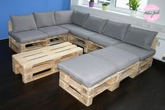 Time To Try a Recliner Sofa. A reclining couch permits you to relax totally in the most comfy of positions, as your legs recline in the chair, it fully supports your back and neck. Palette Furniture, Diy Pallet Furniture, Handmade Furniture, Furniture Design, Sofa Loft, Lounge Sofa, Bequemste Couch, U Shaped Sofa, Pallet Couch