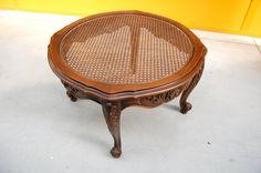 Tavolino provenzale in faggio con piano in paglia di Vienna diametro 73 cm