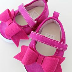 DIY Mary Jane baby shoes with felt bows. So adorable for those TINY feet!