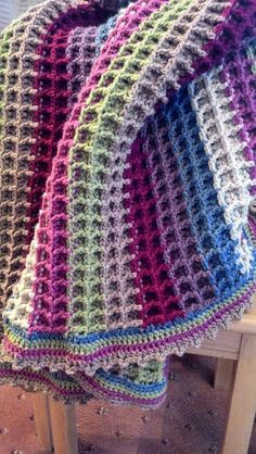 The waffle stitch is a simple crochet stitch consisting of double crochets and front post double crochets. The waffle stitch is a simple Crochet Afgans, Knit Or Crochet, Learn To Crochet, Crochet Hooks, Crochet Baby, Crochet Blankets, Cozy Blankets, Dishcloth Crochet, Crochet Crowd