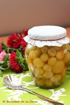 Compot de struguri... vanilat :: Bunatati de la Oana Canning Tips, Romanian Food, Preserves, Celery, Pickles, Recipies, Food And Drink, Gem, Sweets