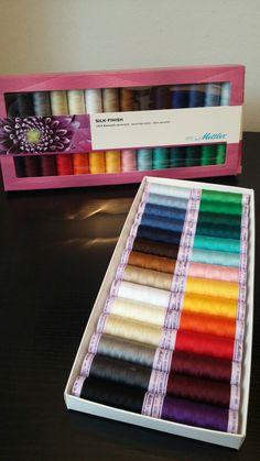 in het atelier zijn veel materialen en gereedschappen te koop voor broderie d'art, borduren en vilten, zoals deze gemerceriseerde katoenen garen... per klosje maar ook als assortiment te koop