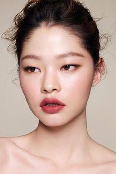 Kim A Hyun Hyun Lip In 2019 Lips Monolid Makeup Natural – Eye Makeup natural Monolid Eyes, Smudged Eyeliner, Monolid Makeup, Asian Eye Makeup, Lip Makeup, Makeup Tips, Makeup Ideas, Makeup Art, Eyeliner Wing