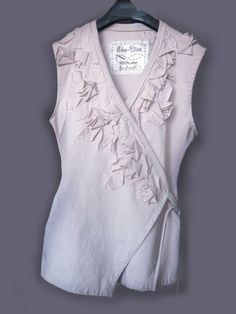 Decorate clothing with recycled fabric pieces - Instructions are in a foreign language but the tutorial visuals are clear