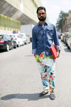 Check out those pants! It looks good with the denim shirt. Street Look, Street Wear, Street Style, Stylish Mens Fashion, Fashion Essentials, Men Looks, Girls Eyes, White Tees, Denim Shirt