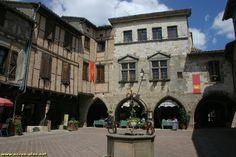 La place de Castelnau de Montmirail (81)
