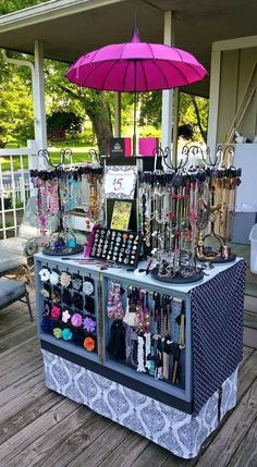 Paparazzi Jewelry Clever Display! On the wheels!