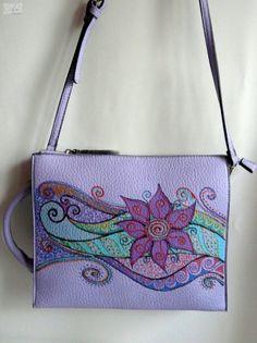 Különleges, -akár tablet tartónak is- női táska