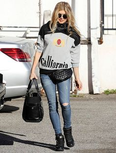 Fergie wearing a belt bag. Shop it at www.sophia.pt