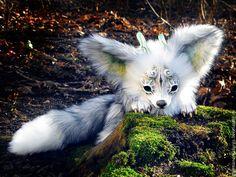 Snow Wolf l'esprit de la forêt par GakmanCreatures sur Etsy