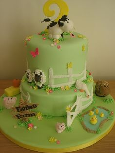 A farm cake to delight the little ones. Fondant Cakes, Cupcake Cakes, Baby Cakes, Farm Birthday Cakes, Sheep Cake, Farm Cake, Mothers Day Cake, Horse Cake, Animal Cakes