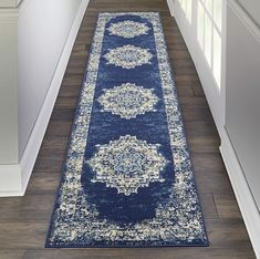 Blue And Cream Living Room, Blue Living Room Decor, Rugs In Living Room, Dark Blue Rooms, Gray Rooms, Blue Home Decor, Navy Blue Area Rug, White Area Rug, Blue Area Rugs