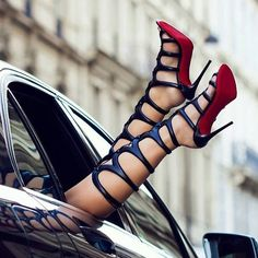 Los tacones pies y piernas mas sexys de la red. The most very Sexy Feet, Legs, Heels and Shoes around the web. Sexy Sandals, Sexy Heels, Pumps Heels, Stiletto Heels, Heeled Sandals, Sandals Outfit, Stilettos, Black Sandals, Leather Sandals
