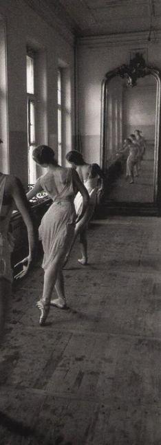 Sierlijke meisjes, sierlijke spiegel
